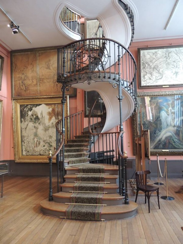 Le fameux escalier à vis qui relie les deux niveaux d'ateliers