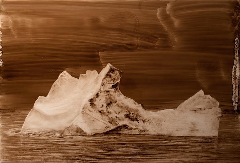 Gabriel Leger, Finis Terræ, bitume et essence sur mylar, 60x87 cm, 2014. Courtoisie de la galerie Sator.