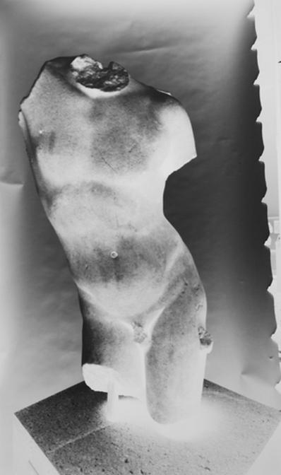 Vera Lutter, Marble Torso of Eros (Metropolitan Museum of Art), 2012 © Vera Lutter -d'après un torse en marbre d'Eros, copie du I-IIe siècle, MET museum.